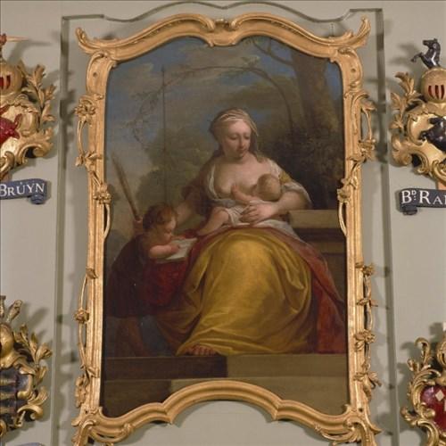 Het schoorsteenstuk van Dionys van Nijmegen toont een vrouw met twee kinderen die liefde en opvoeding in het weeshuis belichaamt.